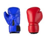 Boxninghandskar på en vit Arkivfoton