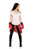 boxninghandskar som slitage kvinnabarn Fotografering för Bildbyråer