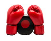 Boxninghandske som isoleras på vit bakgrund med urklippbanan fotografering för bildbyråer