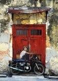 """""""Boy на настенной росписи  Bikeâ€, искусстве улицы в Penang, Малайзии стоковое изображение rf"""