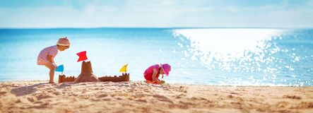 Free Boy And Girl Playing On The Beach Stock Images - 121259034