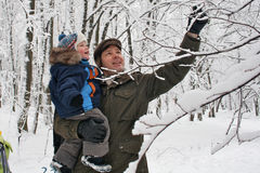 Boy with dad in the winter forest Royalty Free Stock Photos