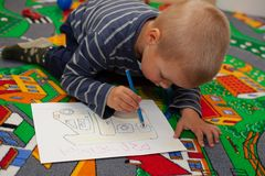 The boy draws pictures. Royalty Free Stock Photo