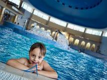 Boy en piscina Imagen de archivo