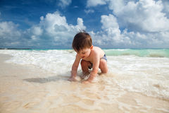 Boy enyojs summer day at the tropical beach. Stock Images
