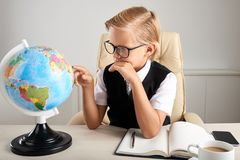 Examingin worl globe Royalty Free Stock Photo