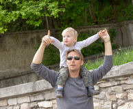 Boy on fathers shoulder Royalty Free Stock Images