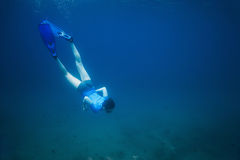 The boy in flippers dives into sea to the bottom Stock Photography