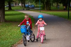 Boy and girl with bicycle Royalty Free Stock Photos