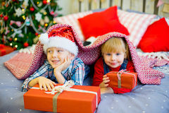 Boy and girl give Christmas gift Royalty Free Stock Photography