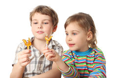 Boy and girl holding lollipops and looking on it Royalty Free Stock Photography