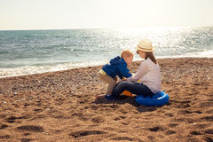 Boy and girl playing on the beach. Royalty Free Stock Photos