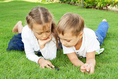 Boy and girl playing on a mobile phone Royalty Free Stock Images