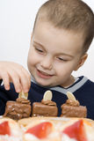 Boy happy to eat cakes Royalty Free Stock Photos