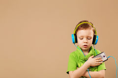 boy in the headphones enjoy music Royalty Free Stock Photography