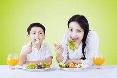 Boy and his mother eating salad Royalty Free Stock Photos