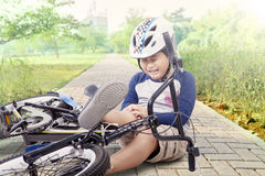 Boy hurt after falling off his bicycle Royalty Free Stock Photos