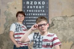 Boy measures the glasses Royalty Free Stock Photography