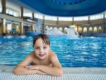 Boy nella piscina Immagine Stock Libera da Diritti