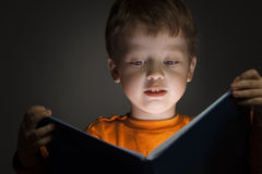 Boy read book Royalty Free Stock Images