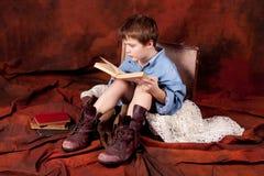 A boy reading a book Royalty Free Stock Photos