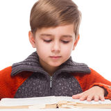 Boy reading Royalty Free Stock Images