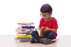 Boy reading Royalty Free Stock Photography