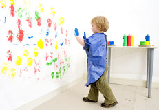 Boy ready to fingerpaint royalty free stock photos