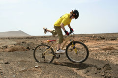 Boy riding his mountainbike offroads and doing tricks Royalty Free Stock Photography