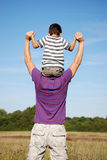Boy sat on his fathers shoulders Royalty Free Stock Photos
