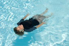 Boy swimming in pool Royalty Free Stock Photos