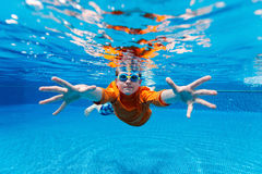 Boy swimming underwater Stock Photography