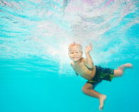 Boy swims underwater Royalty Free Stock Images