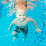Boy swims underwater Royalty Free Stock Photography