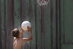 boy throws the ball into the ring stock images