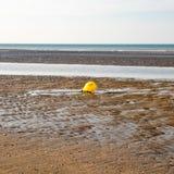 Boya amarilla del rescate en la playa imágenes de archivo libres de regalías