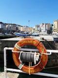 Boya de vida - Malpica de Bergantinos Port - costa del norte España Fotografía de archivo libre de regalías