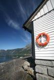 Boya de vida roja, anillo de vida en Eidfjord Fotos de archivo libres de regalías