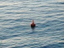 Boya que flota en el océano Imagen de archivo libre de regalías