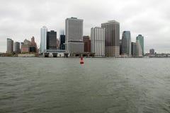 Boya roja en el East River fotografía de archivo libre de regalías