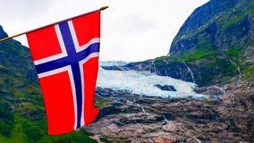 Boyabreen lodowiec i norweg flaga obraz royalty free