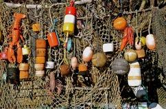Boyas y red de la langosta imagen de archivo