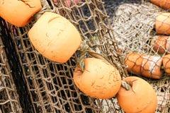 Boyas y redes listas para pescar Fotos de archivo