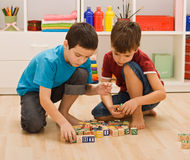 Boys playing with blocks Royalty Free Stock Photography