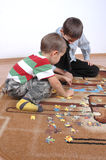 Boys playing the puzzle Royalty Free Stock Photography