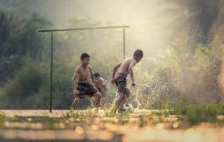 Boys playing in water Royalty Free Stock Photography