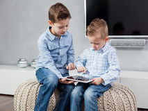 Boys with tablet pc Royalty Free Stock Photography