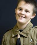 Boyscout adolescente de sorriso fotografia de stock