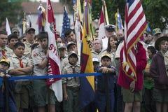 Boyscout enfrenta e bandeira no evento 2014 solene de Memorial Day, cemitério nacional dos E.U. de Los Angeles, Califórnia, EUA imagens de stock royalty free