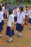 Boyscouts está fazendo a atividade no DIA TAILANDÊS de BOYSCOUT imagem de stock